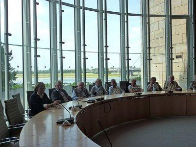 Diskussion mit Elisabeth Veldhues (links)