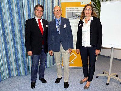 Foto (v. l.): Dr. med. Dietmar Schäfer, Reiner Krauße und Regina Specht vom Patienten-Service-Center der Klinik.