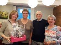 Veronika Trötschler und Irene Borgs bedanken sich im Namen der Gruppe bei Reiner u. Margret Krauße