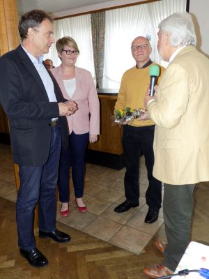 Norbert Klapper und Reiner Krauße danken den Referenten...