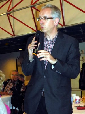 Dr. Wolfgang Kusch begrüßt die Gäste