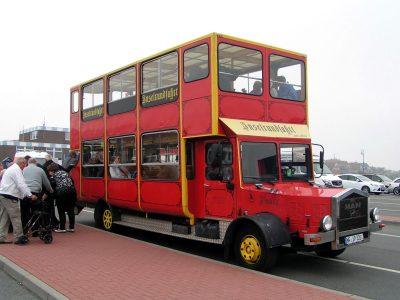 """Inselrundfahrt mit dem nostalgischen Bus """"Paula"""" auf Amrum"""