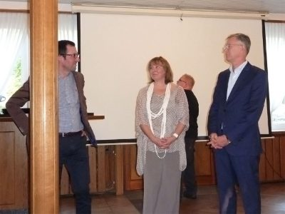 Die Referenten Dr. Pérez-González, Dipl.-Psychologin Jeannette Overbeck und Dr. Ralph Lehrke locker vor dem Beginn...