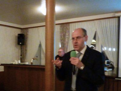 Dr. med. Peter Krege gibt wichtige Hinweise zur Ernährung.