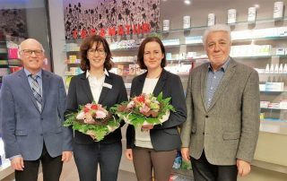 Blumen für die Damen. (v. l.) Reiner Krauße und Norbert Klapper verabschiedeten Doris Lienkamp und begrüßten Mirjam Wartena.