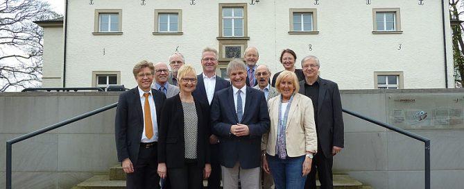 Auf dem Foto von links nach rechts zu sehen: Prof. Hans-Jörg Assion, Reiner Krauße, Hagen Libeau, Bärbel Wiedermann, Dr. Prosper Rodewyk, Landrat Michael Makiolla, Prof. Gereon Heuft, Prof. Rolf Hirsch, Angelika Chur, Dr. Petra Dlugosch, Hans Zakel.