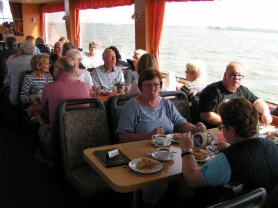 Bodenschifffahrt mit Kaffeetrinken
