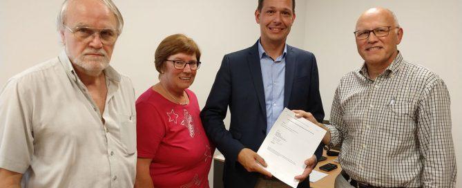 Übergabe der Kooperationsvereinbarung v.l.n.r: Hagen Libeau, Dorothea Stauvermann, Prof. Dr. Tobias Warnecke, Reiner Krauße.