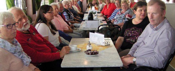 Bunte Runde im Café Heyse.
