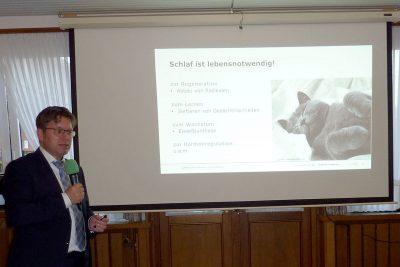 Dr. Schäfer referierte zum Thema Schlaf.