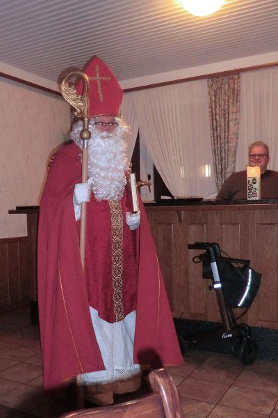 Der Nikolaus schaut auf unsere Taten in diesem Jahr.