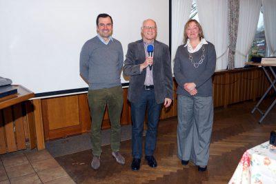 Reiner Krauße (Mitte) dankt den Referenten Dr. Pérez-González und Jeannette Overbeck.