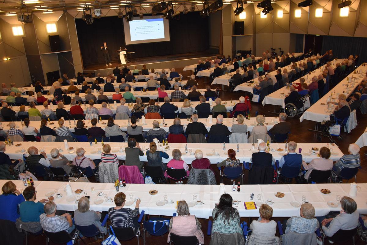 Voller Saal: Die Vorträge bieten guten Einblick in Therapieformen.