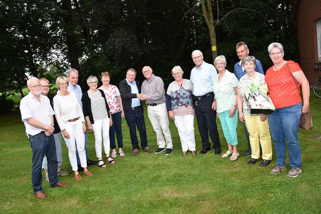 Gruppenbild mit neuen Vorstandsmitgliedern: 3. v.l. Ilona Deitmar, 4.v.l. Felix Hünker, 7.v.l. Stefan Wolters